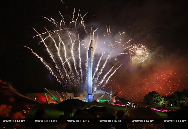 Исполнением гимна и салютом завершилось празднование Дня Независимости в Минске
