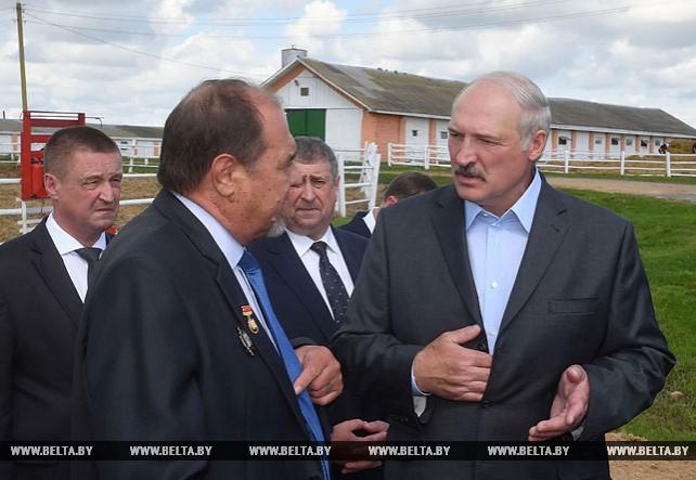 """Лукашенко посетил СПК """"Колхоз """"Родина"""""""
