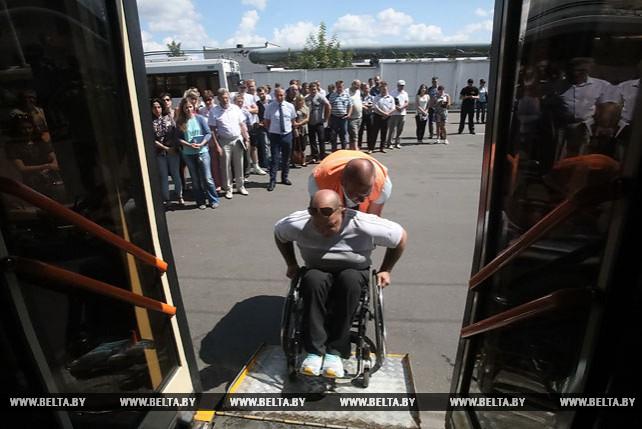 С водителями троллейбусов в Гомеле провели тренинг по сопровождению инвалидов