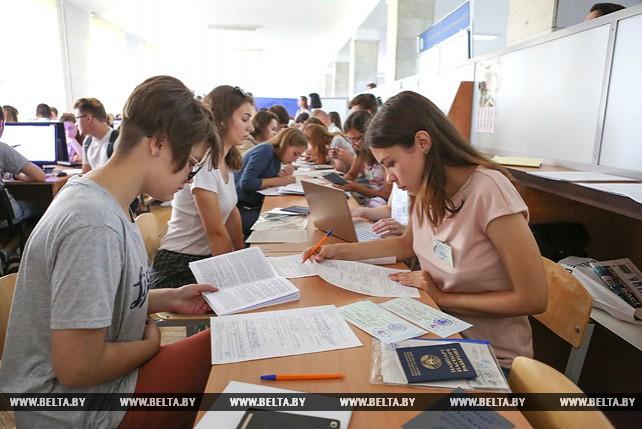 Белорусские вузы начали прием документов от абитуриентов