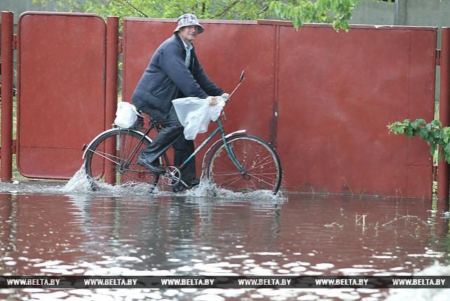 Сильный ливень подтопил улицы в Бресте