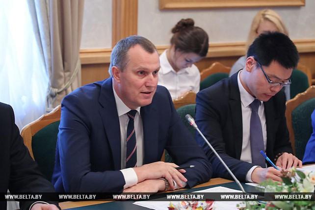 Анатолий Исаченко провел встречу с делегацией из города Чунцин