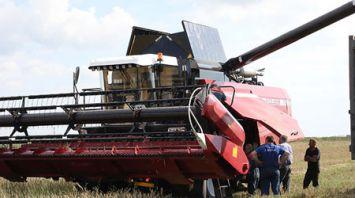 Гомсельмаш приступил к полевым испытаниям новой модели зерноуборочного комбайна