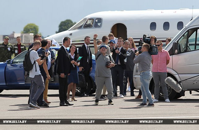 Диего Марадона прилетел в Брест