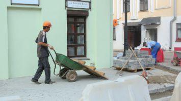 На улице Революционной в Минске устанавливают дополнительные ливневки