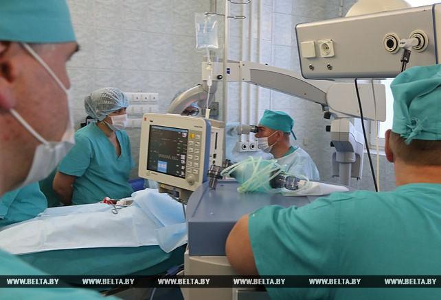 Белорусские хирурги впервые провели двустороннюю кохлеарную имплантацию у ребенка
