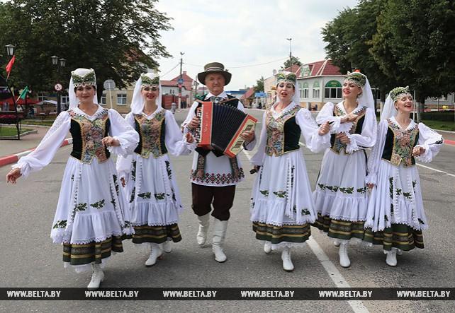 """Международный """"Вишневый фестиваль"""" проходит в Глубоком"""