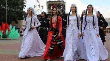 "Танцевальная культура шести стран представлена на ""Вишневом фестивале"" в Глубоком"