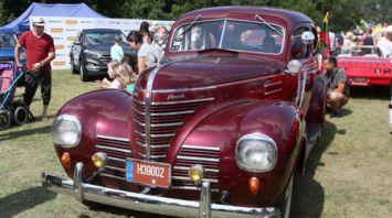 На фестиваль под Гродно съехались 400 уникальных автомобилей и мотоциклов