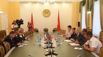 Кравцов встретился с послом Польши