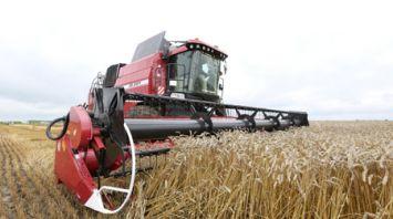 Новый комбайн проходит испытания на полях Гомельской области