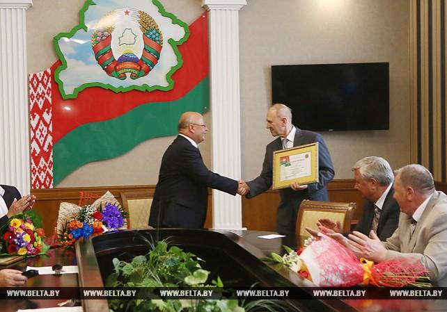 Кравцов поздравил Героя Беларуси Василия Ревяко с юбилеем