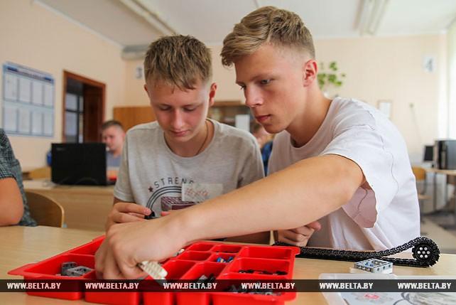В Брестском районе для школьников открыли IT-лагерь