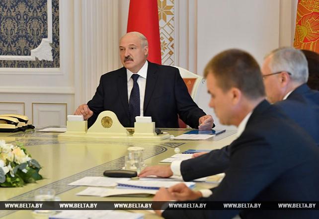 На госслужбу надо привлекать самых лучших и опытных управленцев - Лукашенко