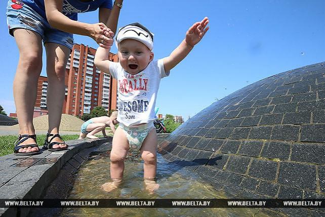 Жаркая погода сохраняется в Беларуси