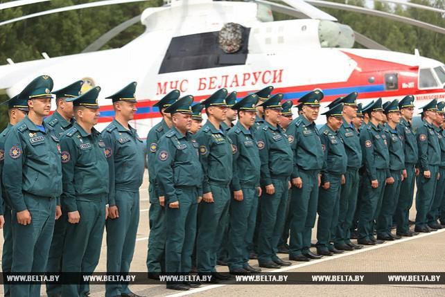 Вертолет МЧС Беларуси вернулся после тушения пожара в Латвии
