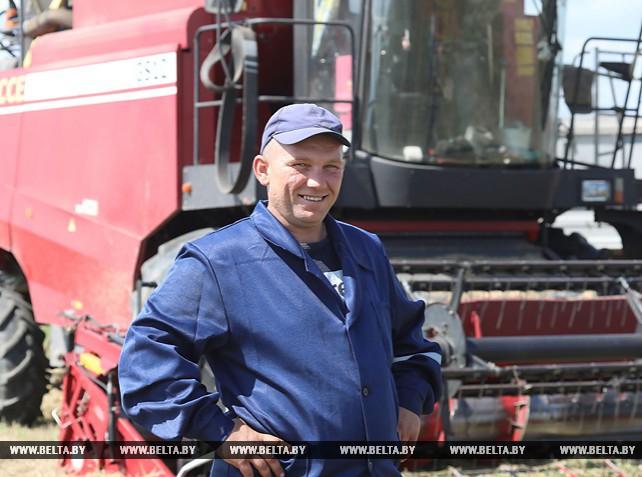 Уборка зерновых идет в Шумилинском районе