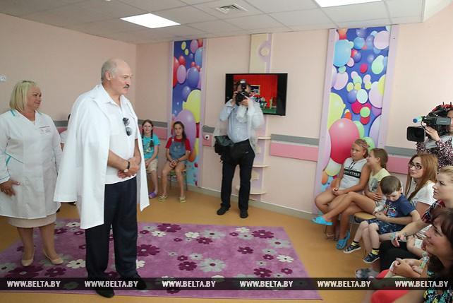 Лукашенко посетил Миорскую центральную районную больницу