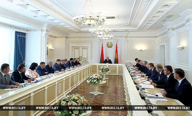 Повышение эффективности работы СЭЗ обсудили на совещании у Лукашенко
