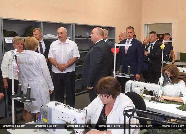 """Лукашенко посетил ОАО """"Техника связи"""""""