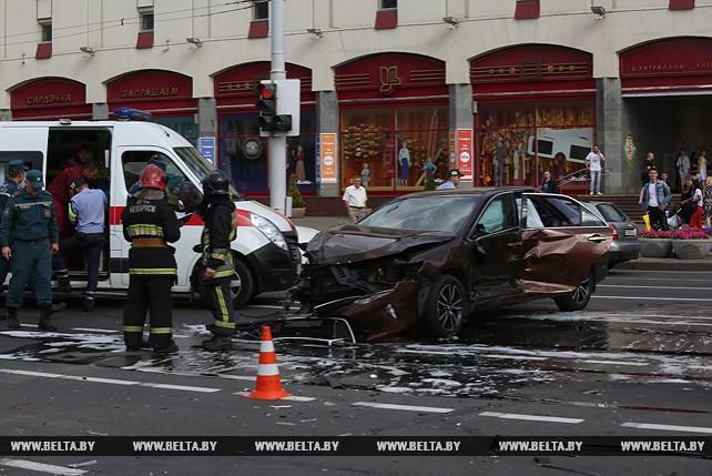 Маршрутка и две легковушки столкнулись в Минске