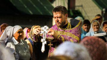 Православные верующие празднуют Медовый спас