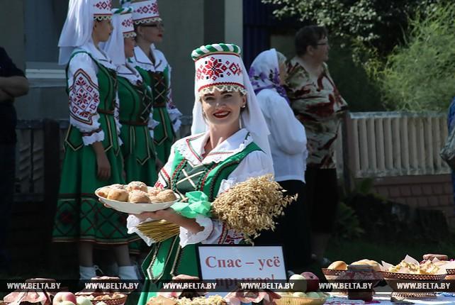 В Чечерске отмечают Медовый спас