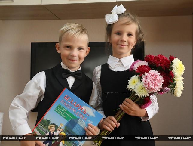 В первый класс пойдут двойняшки Ксения и Максим Кравченко