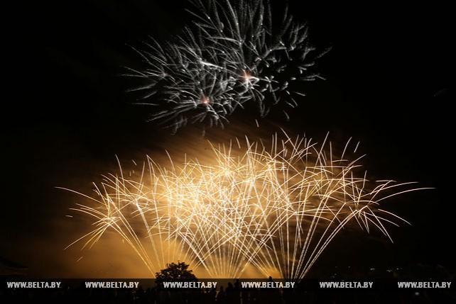 """Фестиваль фейерверков """"Навальнiца"""" прошел в Логойске"""