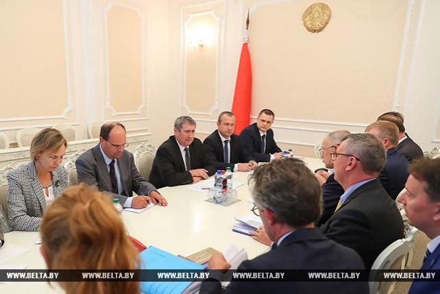 Русый встретился с еврокомиссаром по вопросам охраны здоровья и безопасности продуктов