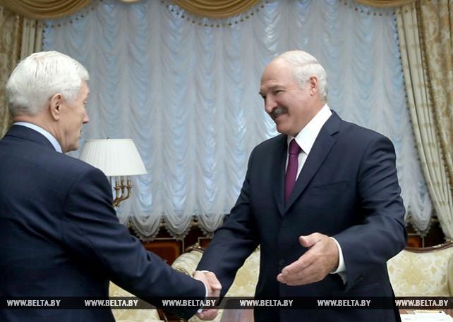 Лукашенко встретился с Суриковым по случаю завершения его дипломатической миссии в Беларуси
