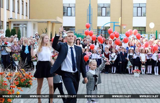 Мясникович принял участие в торжественной линейке в гимназии №3 Могилева