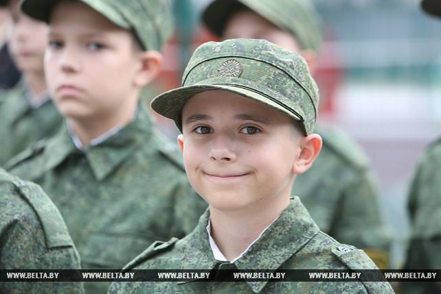 Первокурсники Минского суворовского училища в День знаний получили первые погоны