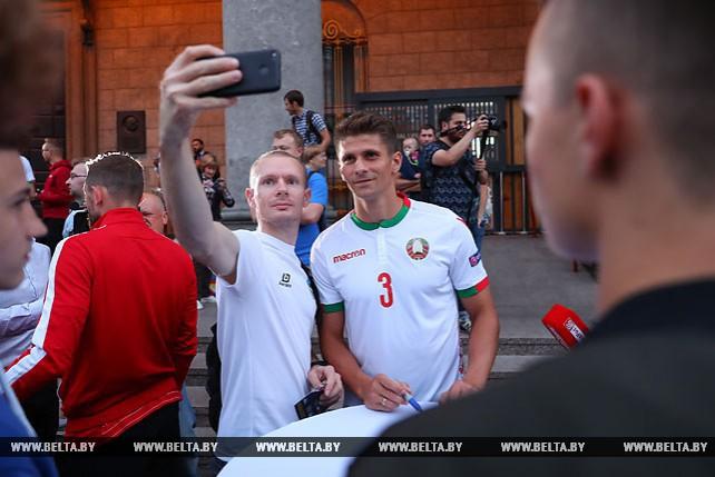 Новую форму национальной сборной Беларуси по футболу представили болельщикам в Минске
