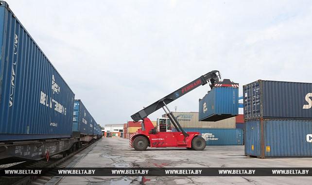 Контейнерный поезд с молочной продукцией отправился из Минска в китайский Чунцин