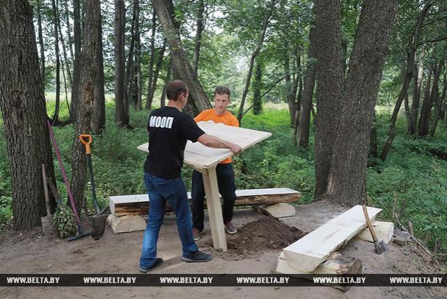 Активисты БРСМ благоустроили криницу в Могилевском районе