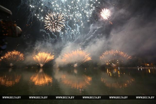 """Фейерверком закончился """"День танкиста"""" в Минске"""