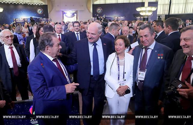 Лукашенко отмечает уверенное развитие космической отрасли в Беларуси