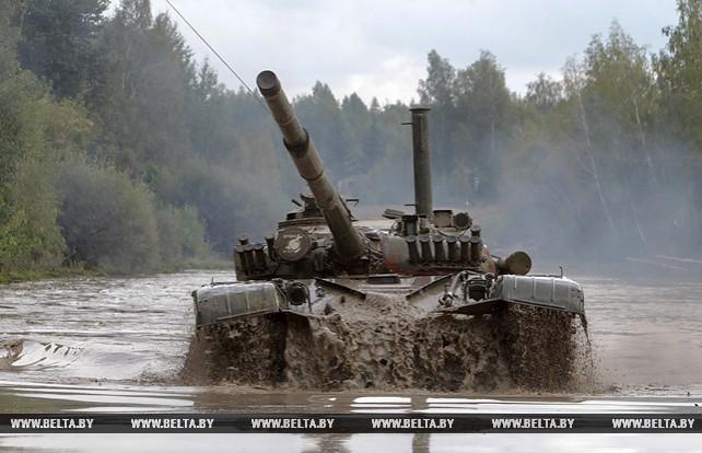 Занятия про преодолению водной преграды на танках прошли в 72-м учебном центре