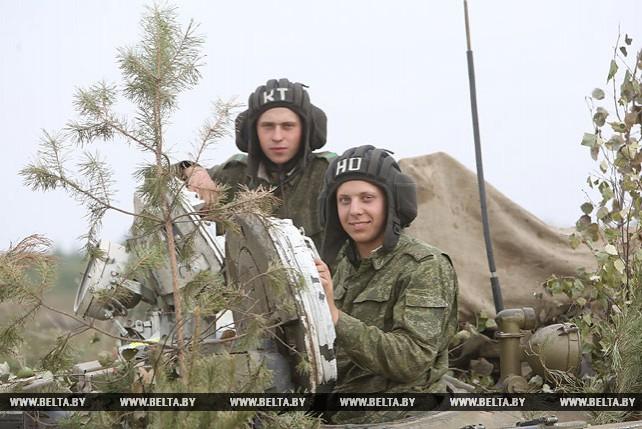 Уничтожение аэромобильного десанта условного противника отработали военные под Борисовом