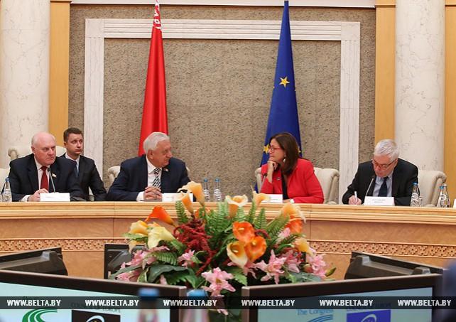 Мясникович принял участие в заседании круглого стола по актуальным вопросам местного самоуправления
