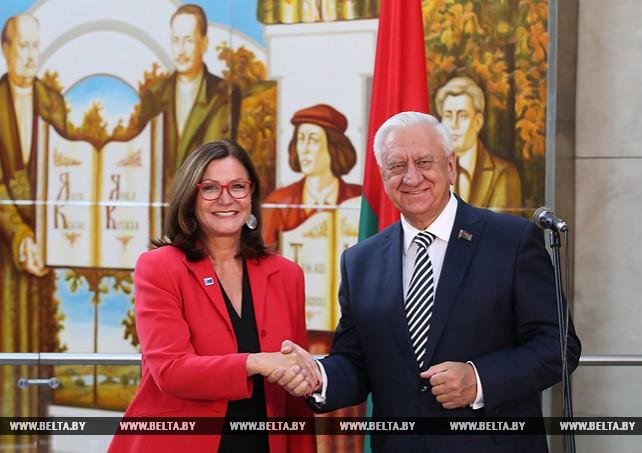 В Беларуси есть предпосылки для передачи части компетенций из центра местным властям - Мясникович