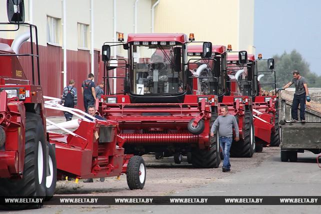 Более 25 новых кормоуборочных комбайнов отправятся в хозяйства Гомельской области