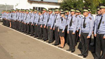 Анатолий Лис вручил ключи от новых патрульных автомобилей лучшим сотрудникам ГАИ