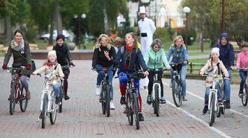 Жительницы Гродно в День без автомобиля устроили велопрогулку