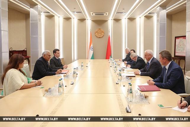 Мясникович встретился с государственным министром торговли и промышленности Индии