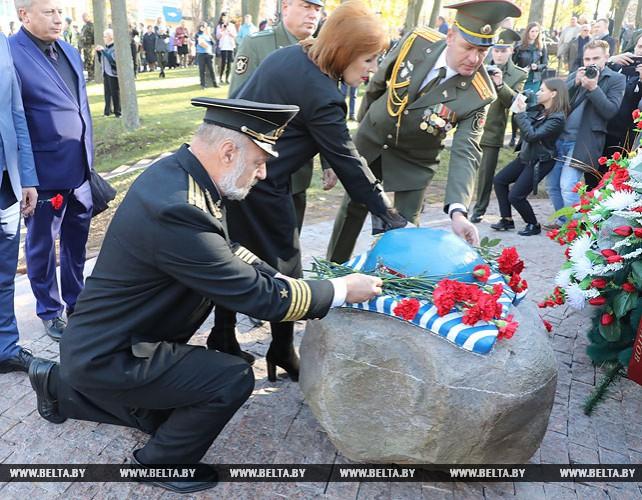 В Витебске открыли скульптурную композицию в честь воинов-десантников