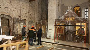 Фрагменты старинной колонны можно будет увидеть сквозь прозрачный пол в Коложской церкви в Гродно