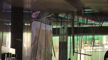 """В столичном торговом центре """"Арена Сити"""" обвалилась часть потолка"""