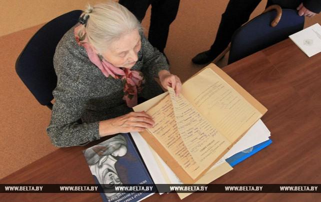 """Невольной узнице """"АЛЖИРа"""" спустя 80 лет передали дело репрессированной матери"""